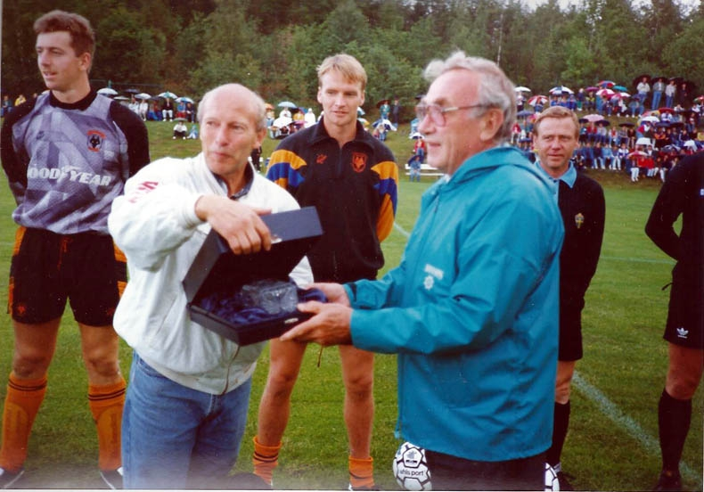 billy receives award sweden 93