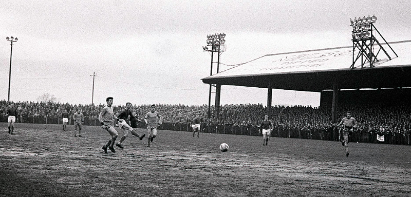 Wolves defend in their game at Carlisle in February, 1966. Picture courtesy of the Carlisle Evening News.