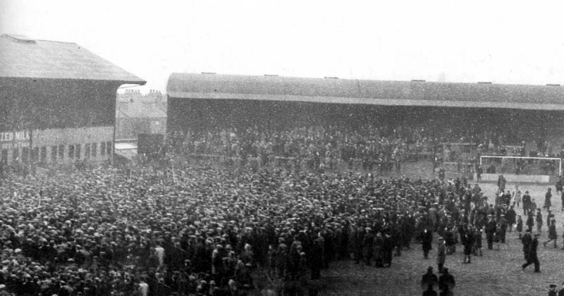 Proof that pitch invasions are nothing new....title celebrations at Molineux 1932 style.
