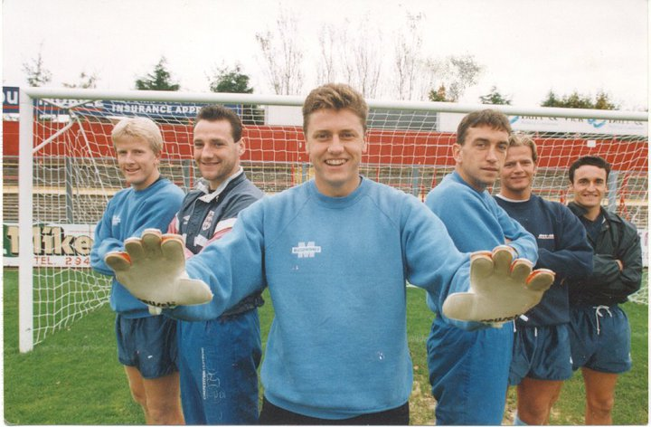 Bartram as the main feature on a Gillingham photo also including Neil Masters (one in from the right).